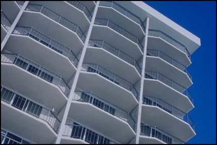 Композиция современной архитектуры, балконы дома