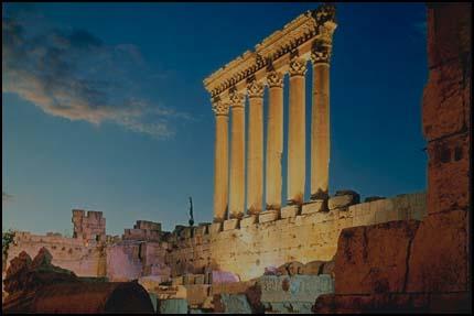 Композиция древнегреческих колонн, архитектура