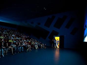 Фильмы пошли в кино без посредников