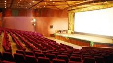 """Кинотеатрам хотят навязать отечественное кино, те грозят показывать его """"в чуланах"""""""